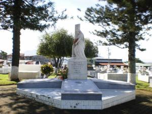Monumento a la víctimas de la Tragedia del Virilla - Cementerio de Alajuela